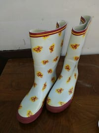 ASU pair of white-and-yellow rain boots Payson, 85541