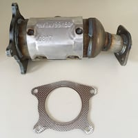 Brand new Catalytic Converter-Ultra Direct Fit Converter Rear Walker 16491. Gasket corners bent but whole.