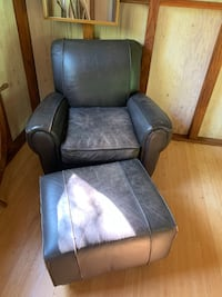 Leather chair with stool Oakville, 98568
