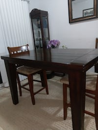solid wood kitchen table/4-chairs $425.00 Kitchener, N2A 1T1