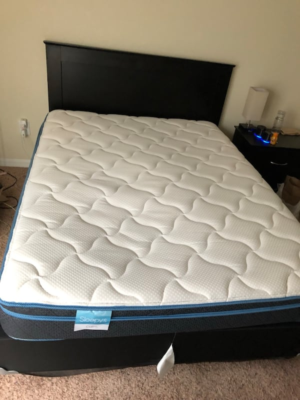 Queen size mattress and bed frame 18f9f857-eed0-4b00-b5b3-54d442a10c01