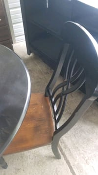 Table and 2 chairs Louisville, 40216