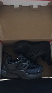 pair of black Nike running shoes with box Garden Grove, 92843