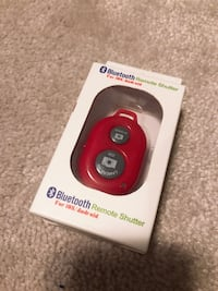 BNIB cellphone remote shutter for taking pictures