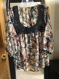 Ladies floral blouse from the Buckle,Size Medium. EUC! No flaws!!  Wichita, 67207