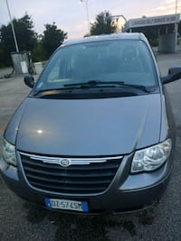 Chrysler Voyager diesel anni 2010 cambio automatic Ravenna, 48122