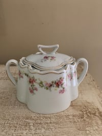 Vintage sugar bowl in pink and white floral pattern Potomac, 20854