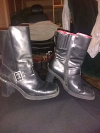 pair of black leather boots 908 mi