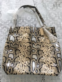 NEVER USED LEATHER PURSE  Mississauga, L5R 3K9