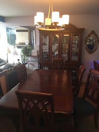 Gorgeous Hutch / Buffet , Server Table 6 x Chairs (2 with arms)   Pointe-Claire, H9R 5T5