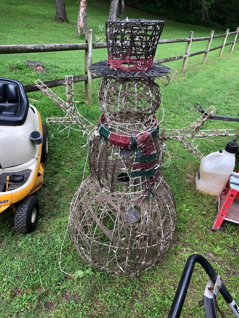 Photo Large wire Xmas snowman also have a deer