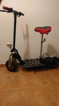 patinete scooter negro y rojo 6432 km