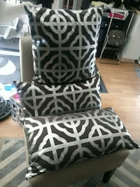 A set of three throw pillows. Nice condition! North Las Vegas, 89081
