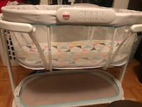 Fisher price soothing motions bassinet  Toronto, M3C 1X4
