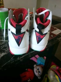 white-and-red Air Jordan 6 shoes New Castle, 19720