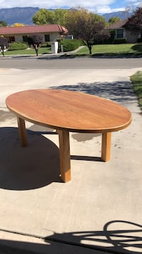 Round brown wooden coffee table Albuquerque, 87111
