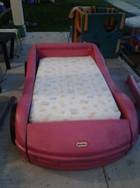 This car bed can also be painted any colour! I'm behind the Safeway in Langley.. come and grab it and I'll put out the mattress for you! 3715 km