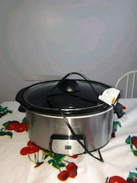 black and gray slow cooker Montréal, H9J 2W4