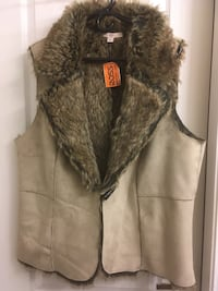 Fur lined women's vest Surrey, V4N 0Y7
