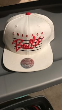 white and red Chicago Bulls snapback Burlington, L7M
