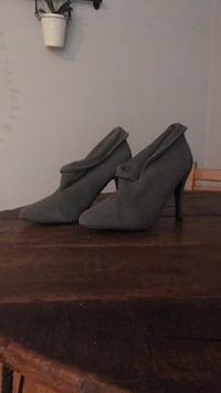Size 10 suede heeled boots London, N6B 1E1