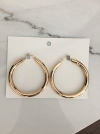 NEW gold hoop earrings. Unworn from H&M! Toronto, M5N 1T1