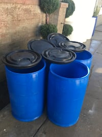 25 gallons plastic drums with lids($10 each)