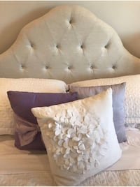 3 decorative pillows Toronto, M2M 4K7