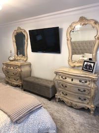 Bedroom Set. 6 Pieces. Made by Pulaski Commack, 11725