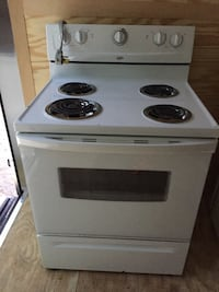 STOVE STANDARD WHITE By:WHIRLPOOL IN EXCELLENT CONDITION!! WORKS GREAT!!VERY CLEAN!! Hampstead