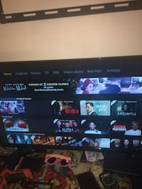 32 inch Black smart flat screen tv with remote Navarre, 32566