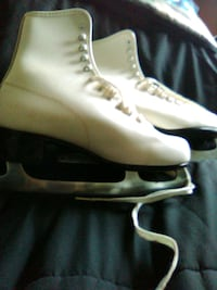 Ice Skates, wore three times. Like new, size 8.
