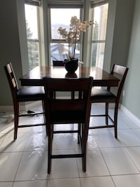 Dining table Surrey, V3W 0T4