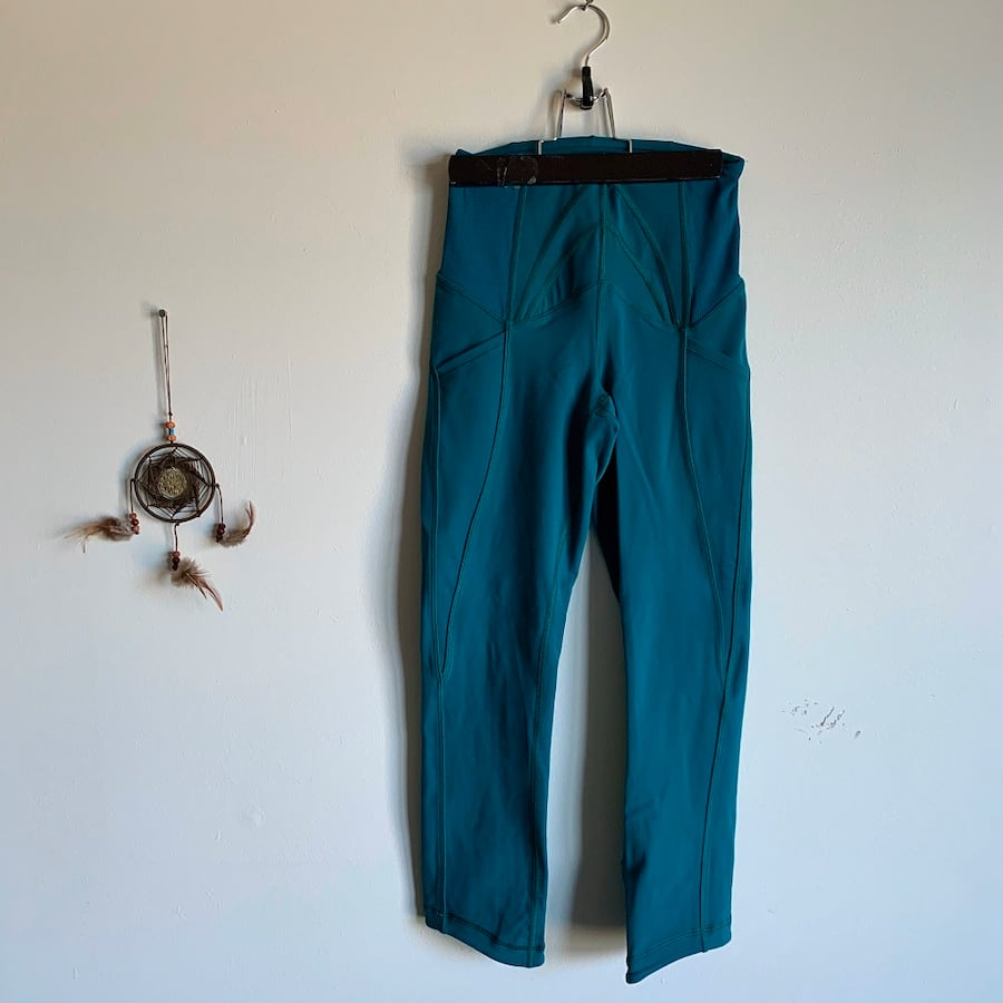Lululemon Size 2 Green Capri Tights with Side Pockets