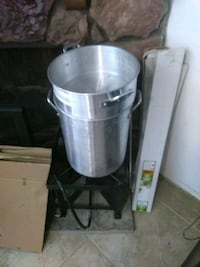 two stainless steel cooking pots Harvey, 70058