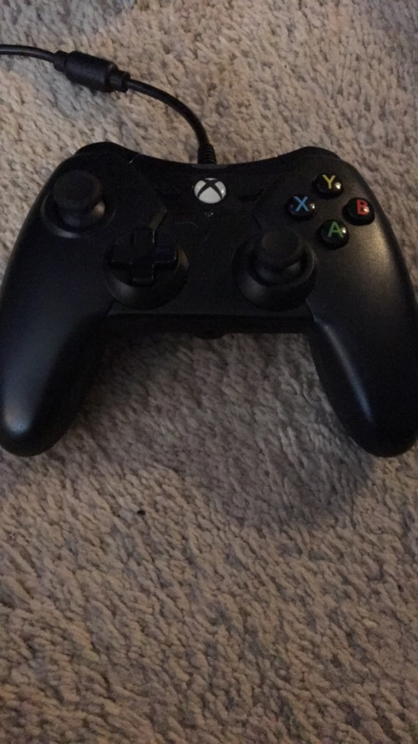 Black xbox one wired controller