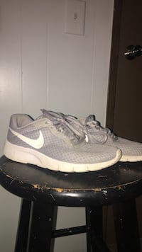 unpaired gray and white Nike running shoe Hull, 30646