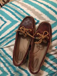 Maroon anchored sperrys