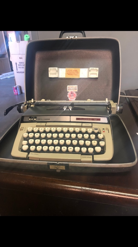 ghdonat.com Office Products Typewriters Classic 12 Typewriter ...
