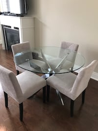 Beautiful table with 4 chairs  Mississauga
