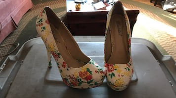 Pair of women's white-red-and-green floral print stilettos