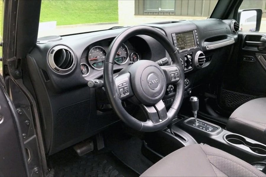 Jeep Wrangler Unlimited 2017 f742ee4d-78ef-4062-b3cf-4a0aacde52ae