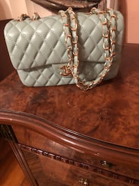 quilted white leather crossbody bag Montréal, H1R 1W6