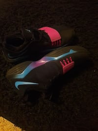 black-blue-and-pink Nike basketball shoes