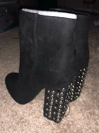 Pair of black suede boots Size 7  Columbia, 29207