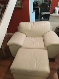 Oversized high-quality leather chair with ottoman like new Virginia Beach, 23462