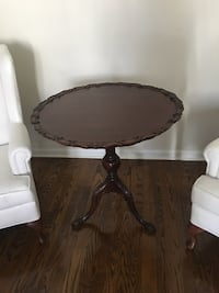 Antique Duncan and Phyfe style table. Mahogany, excellent condition Markham, L3P 5Y4