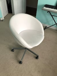 White leather desk chair Oakville, L6M 0N1