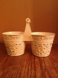 Christmas Embossed Tin Plant/Treat Holder...EUC  Oshawa, L1J 4Z3