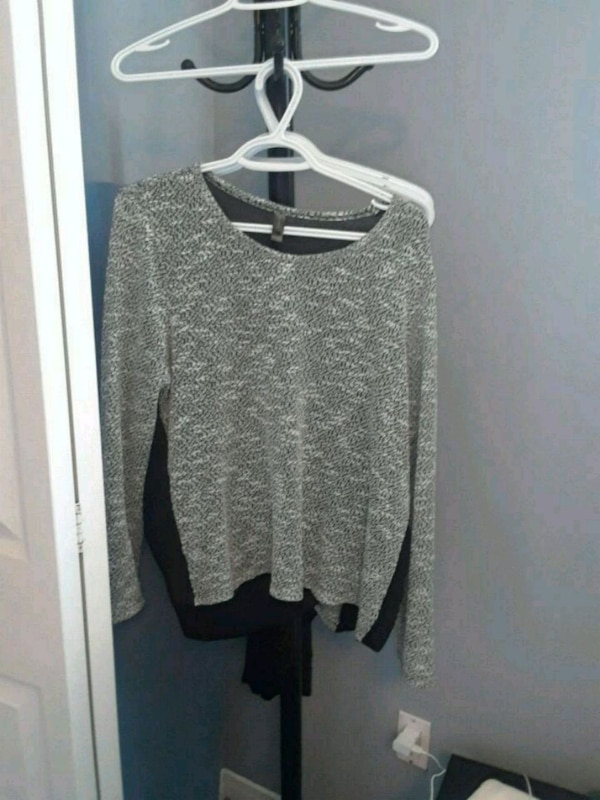 grey knit crew-neck sweater